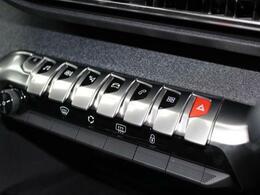 エアコンやナビゲーション等の基本機能にアクセスする『トグルスイッチ』が整然とレイアウトされています。