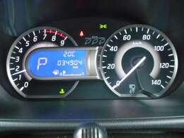 昼夜を問わず視認性に優れたファインビジョンメーター採用、各種の車両情報や航続可能距離・燃費情報なども表示する4.2インチ液晶ドライブアシストディスプレイ搭載です。