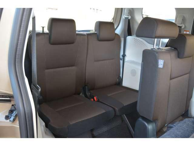 サードシートも足元ゆったりです!お問い合わせは079-280-1118、カーズカフェ カーベル姫路東まで^^