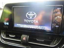 【純正SDナビ】CD・DVD再生・フルセグTV視聴可能で、SDミュージックサーバーも搭載なのでSDカード挿入で音楽の録音もできます!!はめ込み式で車内との一体感もあります♪