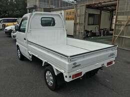 関東仕入れ 錆びの少ない車輌です。荷台&アオリ内側塗装しました。