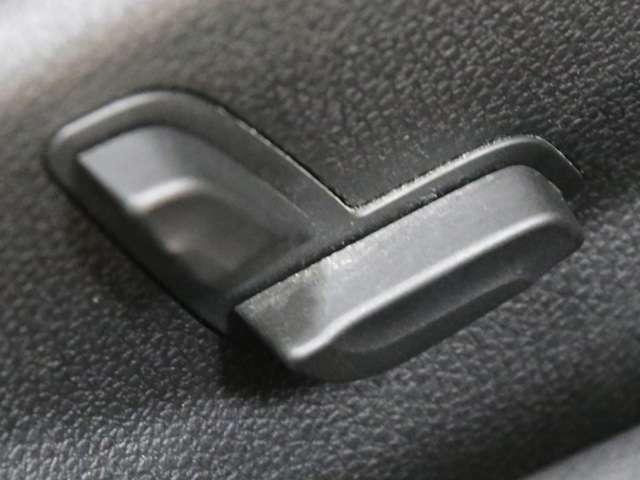 電動でシート調節が行える便利なパワーシートを搭載!