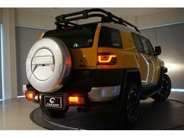 社外テールランプ、リアフォグランプ、は夜間走行時にも一際目を惹くデザインとなっております。
