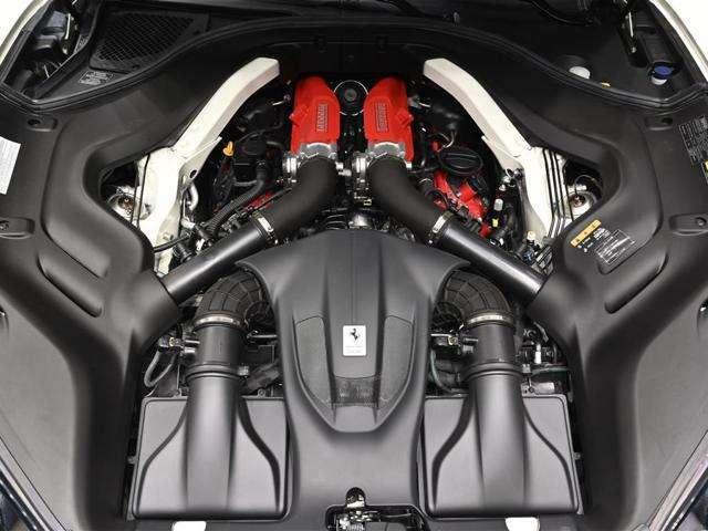 3.9リッター ツインターボエンジンを搭載。600CVの出力を発生致します。ツイン・スクロールタービンの採用によりダイレクトなレスポンスをご体感いただけます。