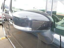 ウィンカー付きドアミラー!ただ単純に他の車に対しての安全性だけでなく、高級感を演出します!