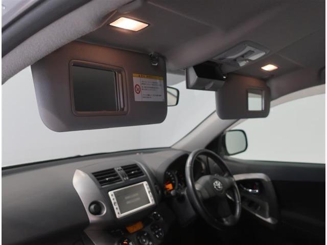 運転席サンバイザースライドする事によりミラー照明付き身だしなみに必需品です