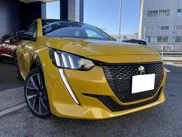 『新型208 GT Line パノラミックガラスルーフ ファローイエロー』
