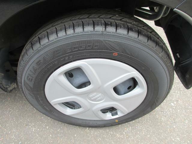 タイヤはさほど使用感ありません。純正の14インチアルミホイール装着