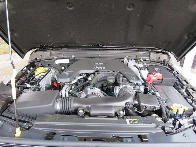 3,600ccアイドリングストップ付き高性能エンジン