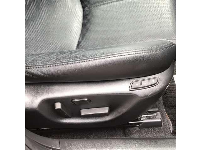 ☆運転席10Wayパワーシートは、シートスライド・リクライニング・シートリフト・シートチルト・そしてランバーサポートができます。☆