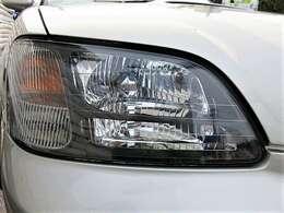 ヘッドライトはHID♪またライト自体もクリアできれいな状態です♪ヘッドライトがきれいだと車の印象もかわりますよ♪