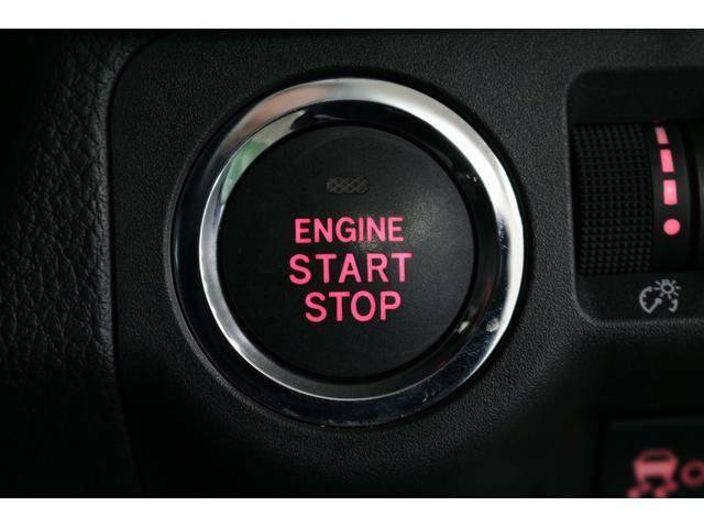 キーレスアクセス&プッシュスタート装備★アクセスキーを携帯していれば、ドアロックの施錠・解錠やエンジン始動がワンタッチでできて便利です