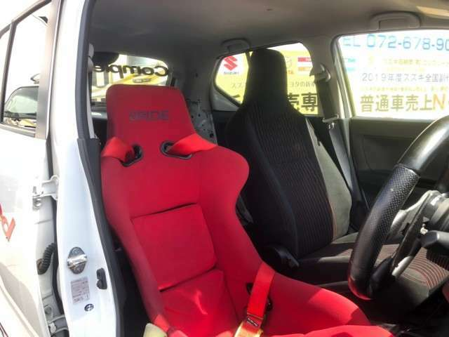 ブリッドフルバケットシート+4点シートベルト付で即サーキット仕様です!!(15万円相当品(工賃別))