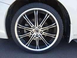 WORKの19インチアルミホイールを装着しています。 タイヤサイズは225/35ZR19になります。 新品のものを装着しています。