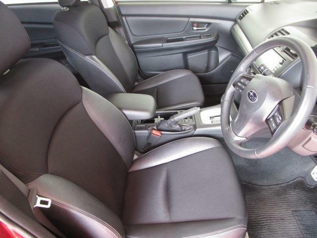 とっても綺麗な内装はコンビレザーシートが高級感たっぷり!運転席パワーシート装備の上級モデル!