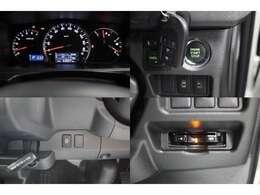 スマートキー装備なので画像のエンジンスタートのボタンプッシュでエンジン始動出来ます♪両側電動スライドドアは運転席にある画像のスイッチでもドアの開閉も可能です!パワ-スライドドアをOFFにする事も可能です。