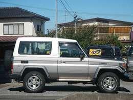 福岡県仕入れ車のため、サビもなく綺麗です☆☆