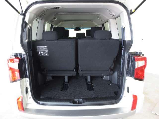 広いカーゴルームは大きな荷物の収納も可能!プライバシーガラスで荷室も安心です。