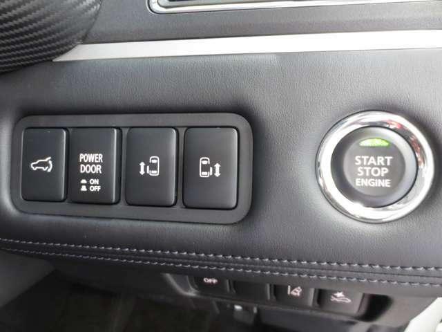 リヤ左右電動スライドドアを装備しています。リモコンキーでの開閉も可能です。