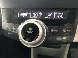 こちらのお車は温度調節がカンタンにできるオートエアコンもついてます♪♪