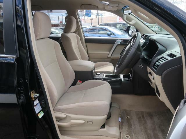 ホールド感のあるシートは快適なドライブをサポートします☆