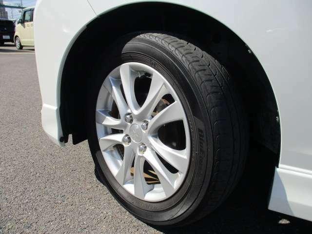 フロントタイヤの写真です。