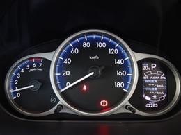 発光式のメーターは見やすさもバッチリ!瞬間燃費や平均燃費他、様々な情報を表示することができます。