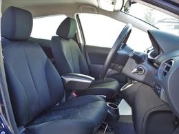 シートはスライド幅も大きく、身長の高い方から低い方までしっかりとした運転姿勢が取れます。