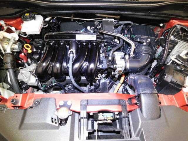 エンジンルームとてもきれいです。エンジンの調子も好調ですよ!