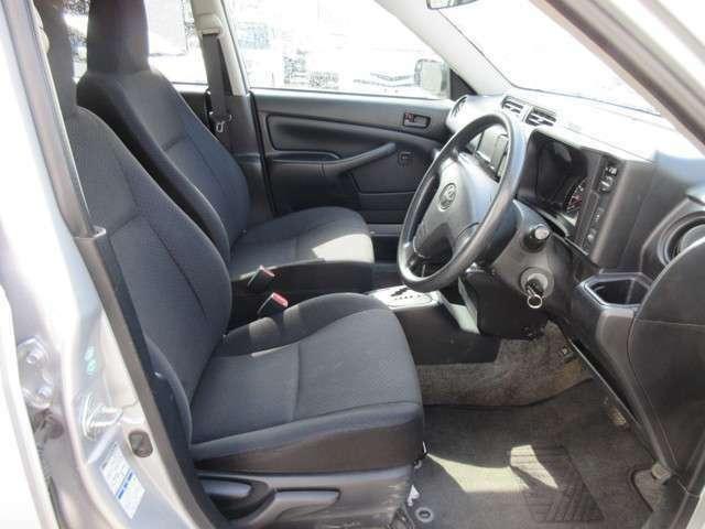 運転席です!視界も広く、スペースも十分確保されています!運転しやすいですよ!