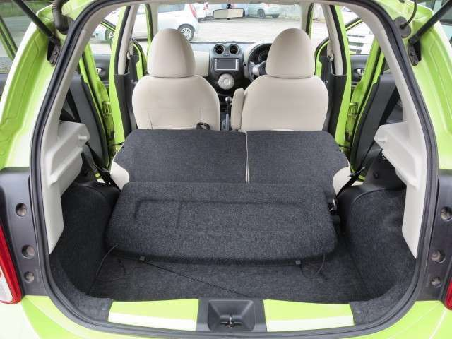 座席をたためば大きな荷物も楽々!!多目的に使用できます!!