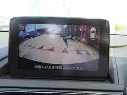 純正バックカメラ搭載♪ マツダコネクトナビにて確認が可能です♪ ガイド線付バックカメラで駐車も安心ですね♪