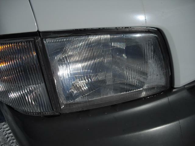 現在、主流のポリカーボネイトライトカバーですが劣化は少なく現状で充分使用できます