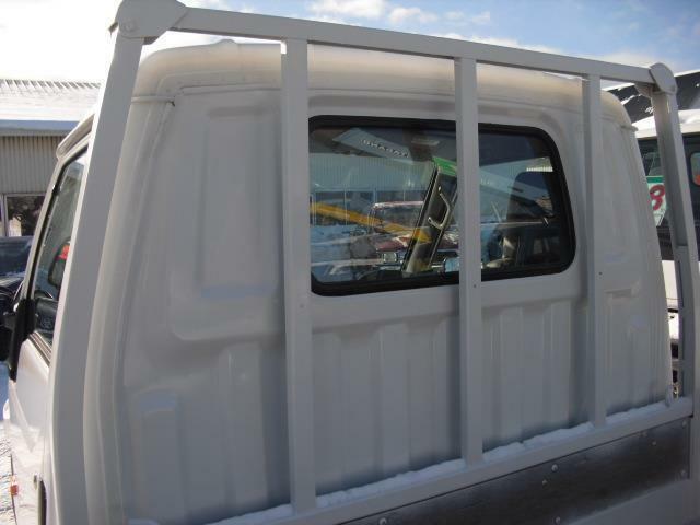 傷み汚れやすいキャビン裏、鳥居ガードはシッカリ塗装済ですので安心です