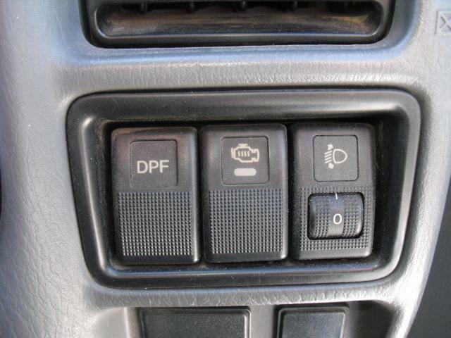 各機能スイッチはハンドル右横にセット。自然な感じに手を伸ばせ使用できます