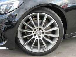 AMG専用19インチアルミホイール付き♪ 細いスポークデザインでスポーティなスタイルとなります♪