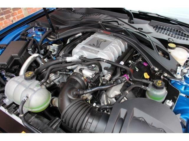 5.2L+スーパーチャージャーになり、760馬力を誇り、一基一基手組された特別なエンジンになっております。