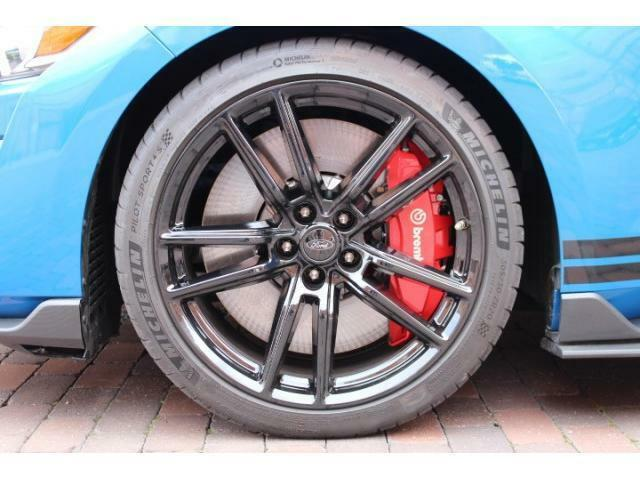 シェルビー純正ハイグロスブラック20インチAWになります。タイヤはミシュラン パイロットスポーツ4Sが装着されております。