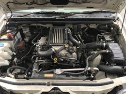 エンジンルームも油脂類の漏れなどなく程度良好です