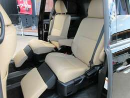 エスティマ7人乗りといえば、2列目セパレートモデル♪ 左右独立式のシートで、オットマン搭載のゆったりとしたシートが魅力的です♪