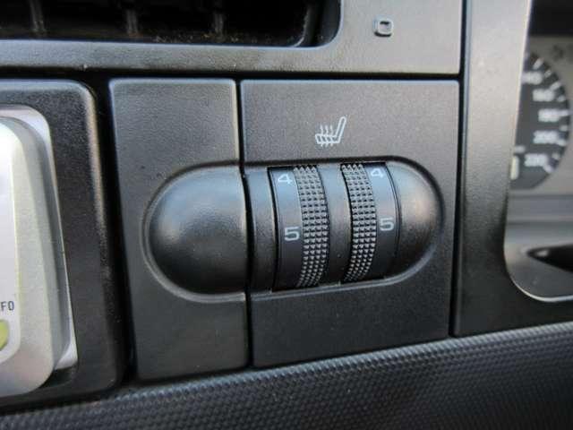 Bプラン画像:フロントはシートヒーター機能付き♪本革シートなので寒い冬には必須の装備ですよね♪