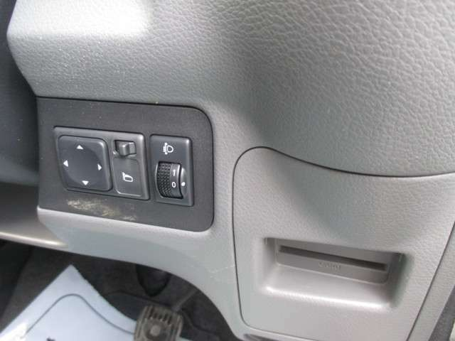 電動ミラー&ヘッドライトレベライザー&カードホルダーが装備されております!