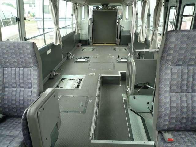 席は5席分シートがございます!車イスは5席固定できる仕様です!合計10人乗り!