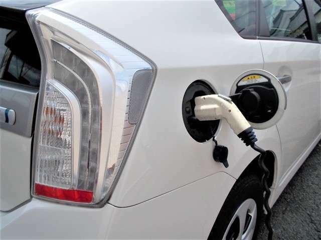 プラグインハイブリッドなのでエンジンをかけずに充電でき、更に省燃費です