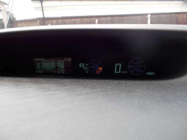 Gグレード専用メータータッチトレイサーとオプションのヘッアップディスプレイ付き