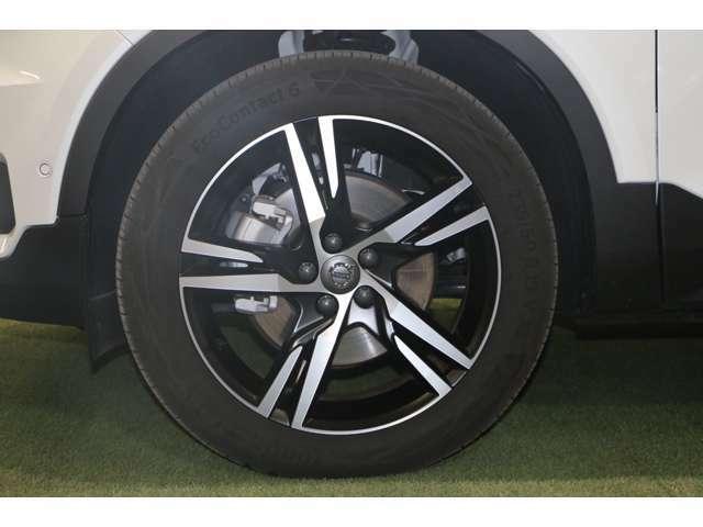 """当店の在庫車は全て、厳格なメーカー世界統一の基準""""ボルボセレクト""""をクリアした厳選された上質な商品だけを在庫としております。更に外部検査機関にも依頼して厳格な車両検査を実施しております。"""