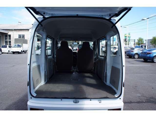簡単シートアレンジで室内がフラットの荷室になります!開口も広く大きな荷物もスムーズに載せれます