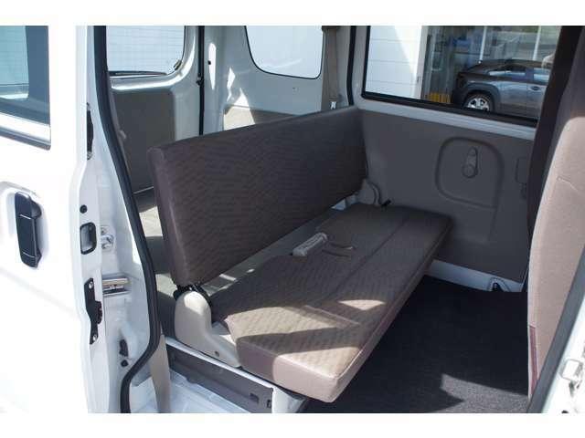 後部座席も当然、綺麗・清潔に仕上げております。