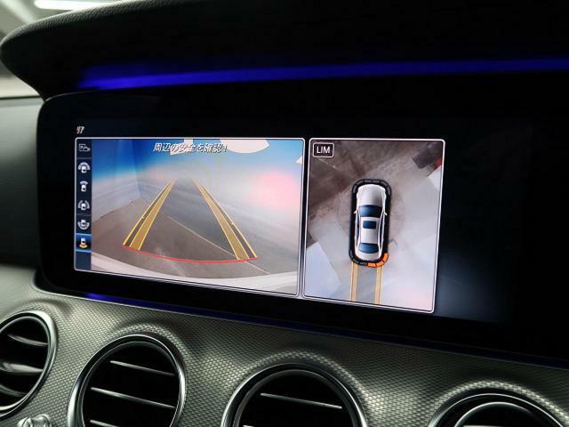 ●サラウンドビューカメラ:車両の4つのカメラから得た映像を合成して、あたかも上空から眺めているような映像をMMI モニターに表示し、車両周辺にある障害物や歩行者などの発見をサポートする機能です。