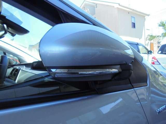 周りからの視認性高いウィンカーミラー。安全性&オシャレもアップ!!アップ!!当然、電動で格納可能です。